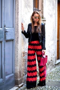 Style in chevron Chevron Pants, Black Palazzo Pants, Classy Outfits, Classy Clothes, Fancy Pants, Pants Outfit, Missoni, Wide Leg Pants, What To Wear