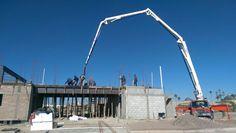 Construction - Bomba de concreto para colado de losa de entrepiso.