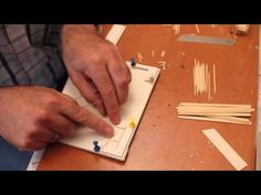 Best Dollhouse furniture tutorial tandpetare toothpick marvelous video chair kitchen köksstol kök stol Miniature Furniture, Dollhouse Furniture, Projects To Try, Miniature Tutorials, Dollhouses, Fun Things, Minis, Youtube, Dolls