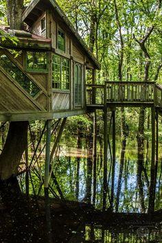 On aime ! Maison en bois suspendu