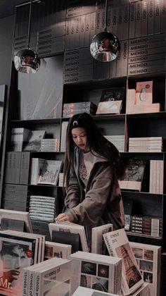 Blackpink Fashion, Dark Fashion, Kim Jennie, Kpop Girl Groups, Kpop Girls, Black Pink Kpop, Black And White, New Zealand Cities, Mode Kpop