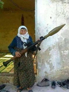 A Kurdish grandma defending her city of #Kobane with her RPG against #ISIS. ¡No Pasarán! #TwitterKurds