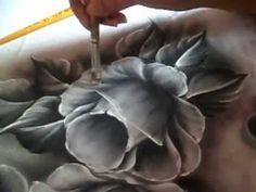 Pintura de rosas pretas pelo artista Luis Moreira.                                                                                                                                                                                 Mais