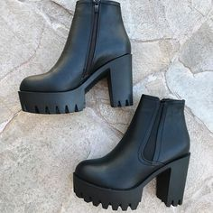 New chunky boats outfit grunge ankle booties Ideas Platform Boots Outfit, Black Boots Outfit, Black Booties, Ankle Booties, Bootie Boots, Botas Grunge, Grunge Boots, Chunky Boots, Chunky Platform Boots