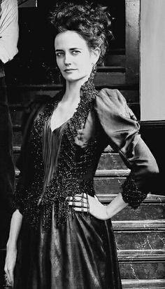 Penny Dreadful, Eva Green as Vanessa Ives. Eva Green Penny Dreadful, Penny Dreadfull, I Love Series, Nerd, Arizona Robbins, French Actress, Movie Costumes, Gothic Fashion, Vintage Fashion