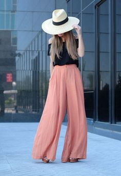 How to Rock The High-Waisted Pants – Fashion Style Magazine - Page 6 - Pantalona rosa + chapéu floppy