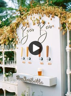 Diese blaue Gartenhochzeit im Butterfly Lane Estate in Montecito bietet eine wunderschöne Bierbar! Pre Wedding Party, Wedding Rehearsal, Rehearsal Dinners, Diy Wedding Decorations, Wedding Themes, Wedding Planning List, Champagne Tower, Diy Wedding On A Budget, Martha Stewart Weddings