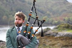 17 language tips to blend in with the locals in Scotland Scottish Bagpipes, Scottish Music, Scottish Names, Scottish Gaelic, Scottish Kilts, Scotland Culture, Scotland History, Glasgow Scotland, Celtic Pride