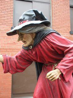 9' Witch Statue in Salem
