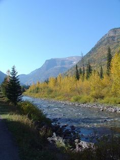 Montana is a beautiful place to visit. Here are 5 Must-See Places in (or near) Glacier National Park!