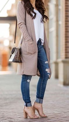 Super Ideas For Knitting Cardigan Outfit Casual How To Wear Cardigan, Cardigan Outfits, Outfit Jeans, Long Cardigan Outfit Summer, Brown Cardigan Outfit, Fall Cardigan, Cardigan Fashion, Dress Outfits, Mode Outfits