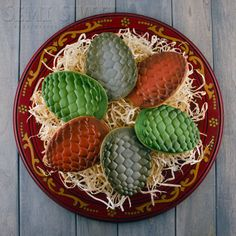 Game of Thrones Dragon Egg Cookies  Quite possibly, the best iced cookies I have ever seen.