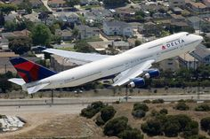 Delta B 747 - 400 at LAX by Sam Chui More at: http://www.samchuiphotos.com