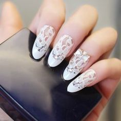 24 PCS Chic Rhinestone and Bowknot Decorated Lace Pattern Nail Art False Nails