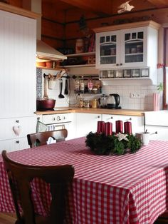 Cocina Beige Kitchen, Weekend House, Wooden House, Cottage Homes, Cozy House, Country Kitchen, Rustic Farmhouse, Home Projects, Kitchen Design