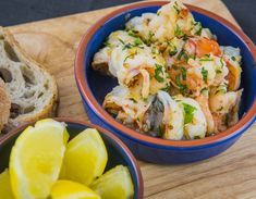 Gambass Pil Pil are a typical tapas – delicious served with Spanish potato tortilla, chilled sherry or Sangria and perfect for a warm summer evening Prawn Recipes, Fish Recipes, Spanish Potatoes, Cooking Time, Cooking Recipes, Spanish Olives, Fish And Chips, Fish Dishes