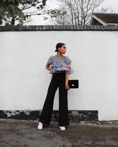 806 vind-ik-leuks, 11 reacties - Alicia Roddy (@lissyroddyy) op Instagram: 'Super long trousers and frills... and a gust of wind that blew my top up two seconds later. Top and…'