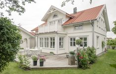 Style At Home, Red Roof House, Swedish Cottage, Sweden House, Cute House, House Paint Exterior, Exterior Remodel, White Paneling, House Extensions