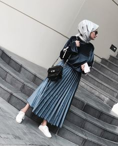 Genç Tesettür Muslim Fashion, Modest Fashion, Hijab Fashion, Fashion Outfits, Stylish Hijab, Casual Hijab Outfit, Hijab Style, Hijab Chic, Modele Hijab