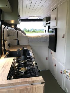Build A Camper Van, Tiny Camper, Camper Life, Camper Interior Design, Diy Van Conversions, Van Conversion Interior, Bus Living, Van Home, Remodeled Campers