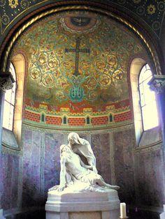 tertiary apse chapel in the #Byzantine 6th century Basilica of San Vitale (?), Ravenna, Italy (with a Baroque era sculpture on the Pieta theme)