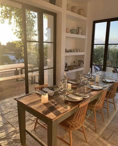 family homes dining room inspo Dream Home Design, My Dream Home, Home Interior Design, Interior Home Decoration, Dream House Interior, Exterior Design, Interior And Exterior, Aesthetic Rooms, Nature Aesthetic