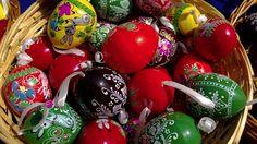 Ouă de Paști și lumina PureView Christmas Bulbs, Holiday Decor, Home Decor, Decoration Home, Christmas Light Bulbs, Room Decor, Home Interior Design, Home Decoration, Interior Design