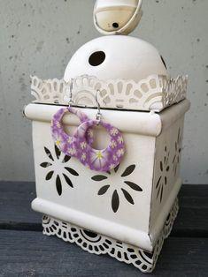 Kaunista Daisya löytyy myös helmikoristeella. Käy kurkkaan.. Toy Chest, Storage Chest, Daisy, Decorative Boxes, Toys, Home Decor, Homemade Home Decor, Bellis Perennis, Daisies
