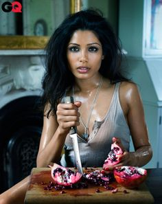 Freida Pinto - again, but with a knife. Yup, i like em' a bit crazy some time.