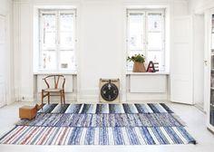 La maison d'Anna G.: Petit devient grand tapis créés à partir de plusieurs lirettes anciennes assemblées