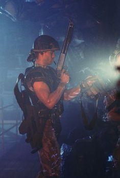 Aliens behind the scenes photos, Michael Biehn as Corporal Dwayne Hicks Aliens 1986, Aliens Movie, Sci Fi Tv, Sci Fi Movies, Aliens Colonial Marines, Man In Black, Alien Resurrection, Starship Troopers, Sci Fi Thriller