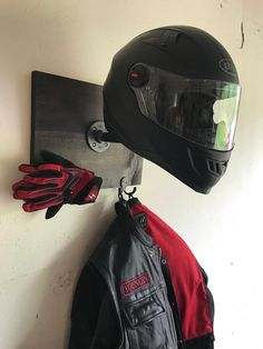 Only the best scooter helmet can ensure that and have lots of impressive features and affordable. Bobber Motorcycle, Motorcycle Garage, Honda Motorcycles, Best Motorcycle Helmet, Victory Motorcycles, Women Motorcycle, Vintage Motorcycles, Riding Gear, Riding Helmets