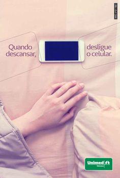 Usar o celular antes de dormir pode atrapalhar seu sono. A luz emitida da tela ao entrar em contato com a o seu cérebro entende que ainda não é hora do dormir. O que pode ajudar você a ter insônia. Que tal um livro? Dormir bem. #esseéoplano #unimedmanaus