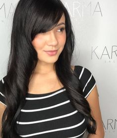 Beautiful hairstyles with side-swept bangs for long hair. Plenty of ideas how to style your already beautiful long hair with fringes or bangs. Side Bangs With Long Hair, Long Curly Hair, Wavy Hair, Curly Hair Styles, New Haircuts, Hairstyles Haircuts, Big Curls, Beautiful Hair Color, Ombre Hair