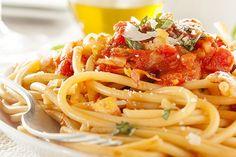 Espaguetis Amatriciana con Salsa de Albahaca Te enseñamos a cocinar recetas fáciles cómo la receta de Espaguetis Amatriciana con Salsa de Albahaca y muchas otras recetas de cocina..