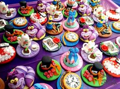 Alice in Wonderland cupcake toppers - Cake by Jennifer