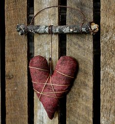Rock River Stitches: New Primitive Mini Valentine Heart Wall Hanger.... I think this is something to make...