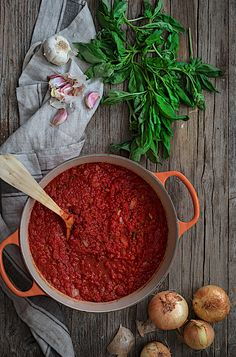 My favorite homemade tomato sauce. My Recipes, Cooking Recipes, Healthy Recipes, Homemade Tomato Sauce, Marinara Sauce, Salsa Verde, Food And Drink, Veggies, Yummy Food