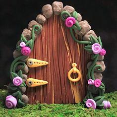 Fairy door - make your own fairy door - fairy gardens - fairy garden supplies - DIY fairy garden - fairy garden ideas Diy Fairy Door, Fairy Doors, Diy Door, Fairy Garden Supplies, My Fairy Garden, Fairy Gardens, Zen Gardens, Make Your Own Clay, How To Make Clay