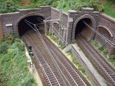 Double and single track tunnel examples N Scale Model Trains, Model Train Layouts, Scale Models, Escala Ho, Train Tunnel, Lego Trains, Rolling Stock, Train Tracks, Scenery