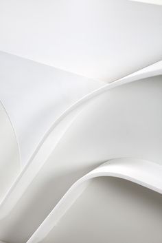 "The answer to that key part of the process was: DupontCorian. This is the thermo-formed material that allowed us to produce Wave's characteristic ondulating island. We chose white for our first prototipe, ""Glacier White"", to be precise...Knowing that the rich variety of Dupont Corian colour palette would also allow colour combinations to personalise this made to order luxury kitchen."