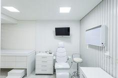 Moderne Estúdio de Arquitetura - Projetos - Consultório Médico Otorrino Clinic Interior Design, Spa Interior, Medical Office Decor, Doctor Office, Decoration, Ideas Para, Furniture, Home Decor, Dental