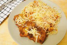 Így készítve a legfinomabb a Milánói sertésborda: jó sok sajttal megszórva az igazi - Receptek   Sóbors Spaghetti, Ethnic Recipes, Food, Essen, Meals, Yemek, Noodle, Eten
