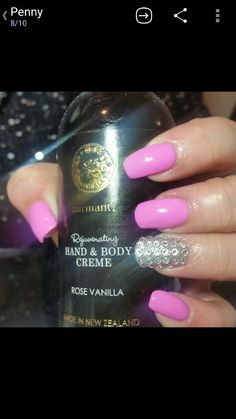 Surmanti gel polish finished with rose vanilla hand massage, smells devine.