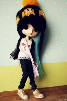 THIS IS NOT A BLYTHE BUT SHE'S BEAUTIFUL.