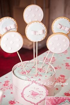 Pretty cookie pops. Must remember to try these soon!