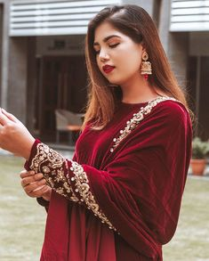 Pakistani Formal Dresses, Pakistani Wedding Outfits, Indian Bridal Outfits, Pakistani Bridal Dresses, Pakistani Dress Design, Indian Designer Outfits, Indian Dresses, Designer Dresses, Indian Suits