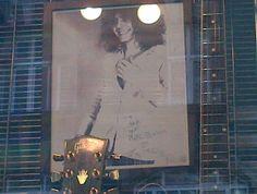 Leider unverkäuflich, Debbie und Myra sind trotzdem begeistert: Ein Autogramm von Marc Bolan