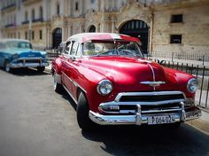 Ideas on how to save money and travel to Cuba on a budget. All you need to know about accommodation, food, transport, etc. Overseas Travel, Cuba Travel, Solo Travel, Beach Travel, Mexico Travel, Spain Travel, Royal Caribbean, Jamaica, Cadillac