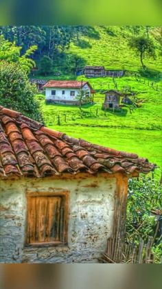 (¯`& ¡Buen día! Abandoned Farm Houses, Humble House, Beautiful Homes, Beautiful Places, Green Scenery, Urban Nature, Country Lifestyle, Ranch Life, Cabins And Cottages
